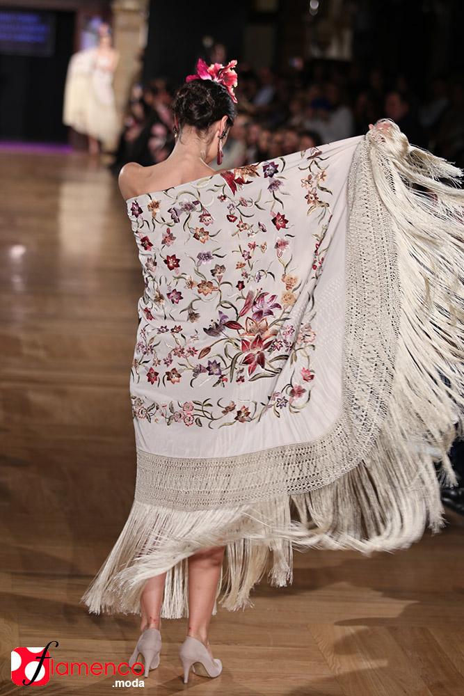 Manuela Romero Mantones - We Love Flamenco